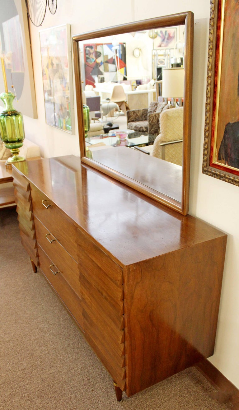 2712bf76a0435 Mid-Century Modern American of Martinsville Dania Gershun Walnut Dresser  Mirror For Sale 2