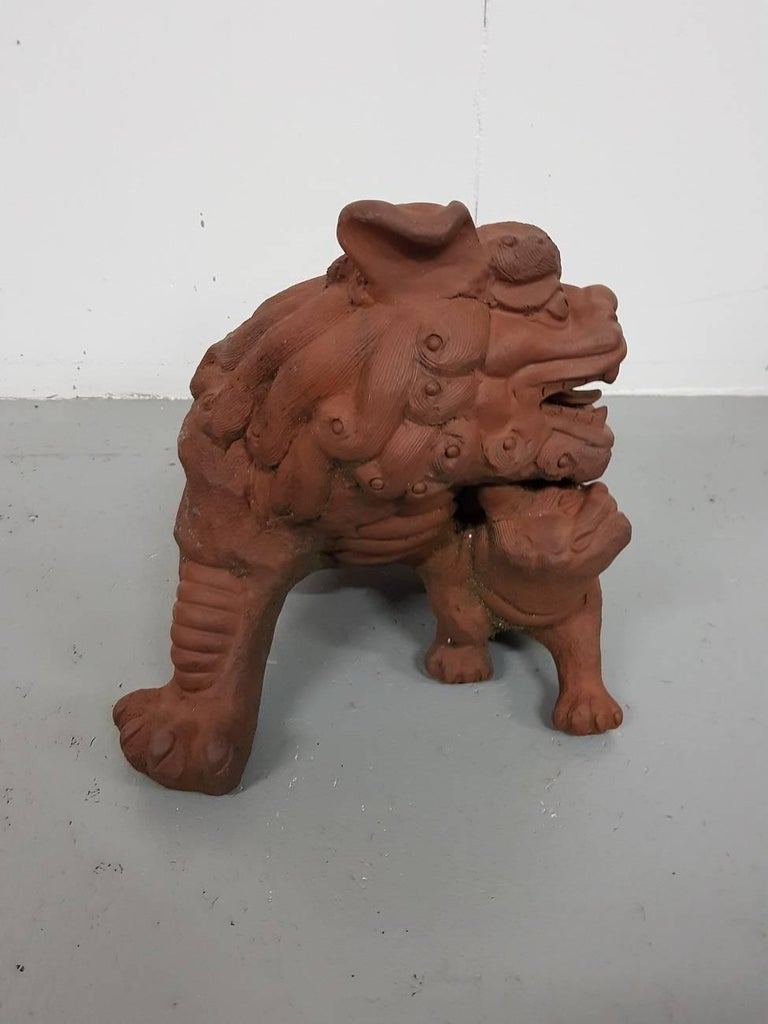 20th century Chinese Terracotta Garden Sculpture Tempel Lion. In Excellent Condition For Sale In Raalte, NL