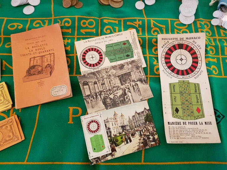 Vintage French Roulette game from the 1950s complete with currency, bills and use description in French, the cloth has wear at the bottom by use and age and a few moth holes.  The measurements of the roulette are: Depth 35 cm/ 13.7 inch. Width