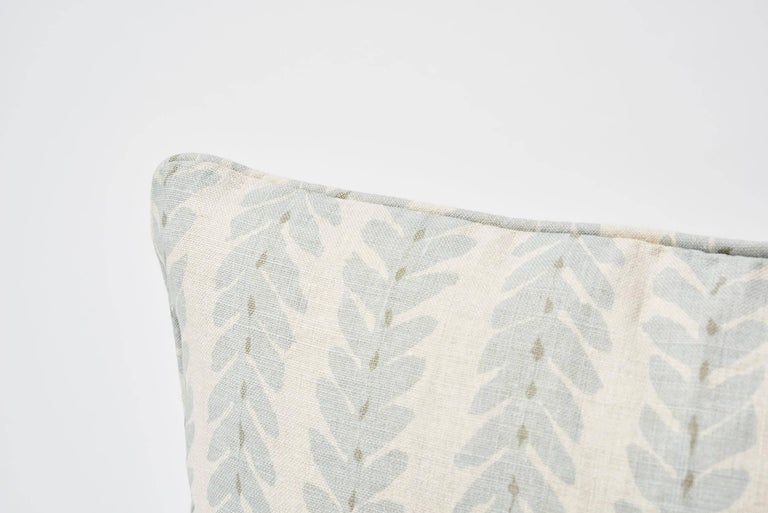 Classic yet modern, in collaboration with Veere Grenney, Woodperry is an updated take on a botanical stripe. Woven in England, the natural linen ground gives this leafy hand-blocked pattern subtlety and depth. Featured as a decorative accent, this