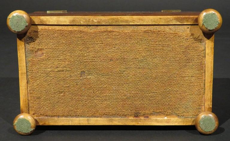Fine Early 19th Century Georgian Burr Yew Wood Tea Caddy, England Circa 1800 For Sale 2