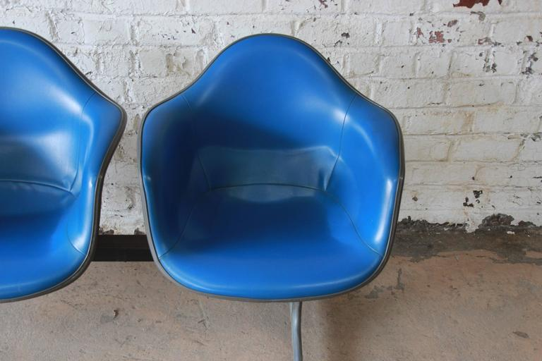 Aluminum Tandem Three-Seat Shell Chairs by Charles & Ray Eames for Herman Miller For Sale