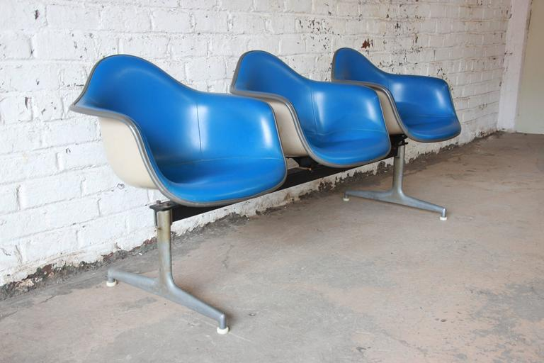 Mid-Century Modern Tandem Three-Seat Shell Chairs by Charles & Ray Eames for Herman Miller For Sale
