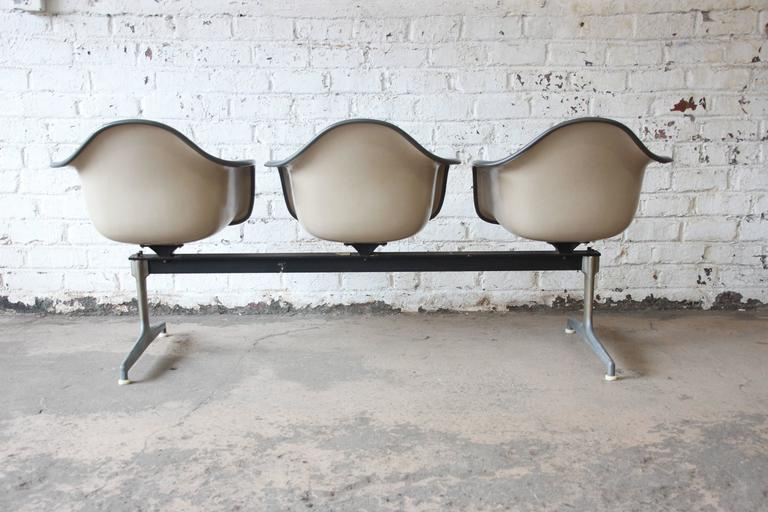 Tandem Three-Seat Shell Chairs by Charles & Ray Eames for Herman Miller For Sale 1