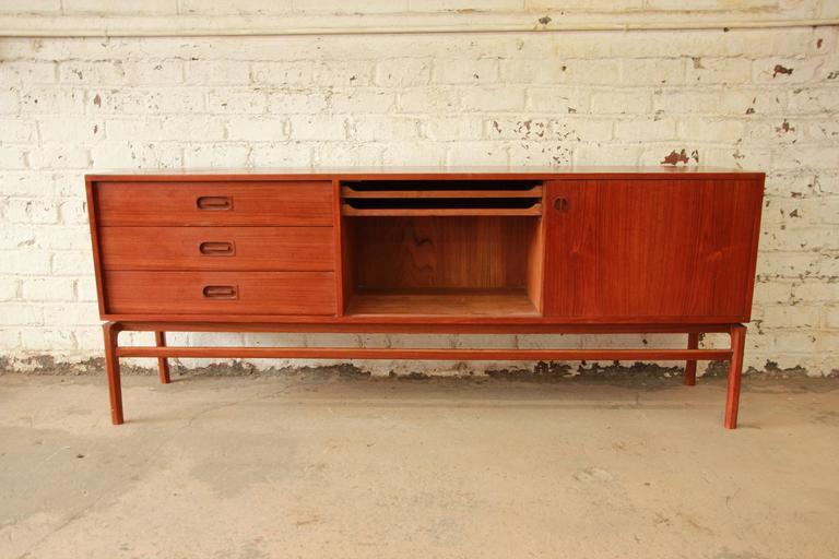 Mid-20th Century Danish Modern Teak Long Credenza in the Manner of Arne Vodder For Sale