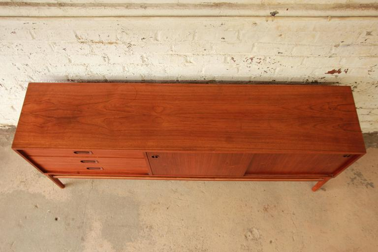 Danish Modern Teak Long Credenza in the Manner of Arne Vodder In Good Condition For Sale In South Bend, IN