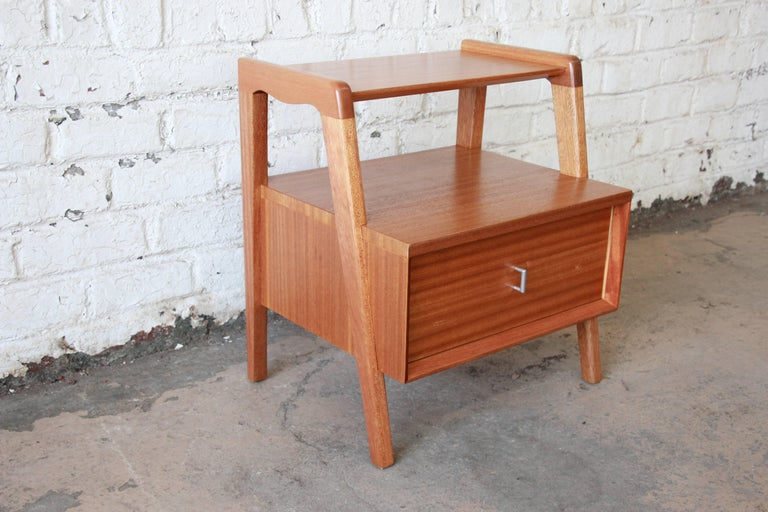 American Paul Laszlo for Brown Saltman Mid-Century Modern Nightstand or Side Table For Sale