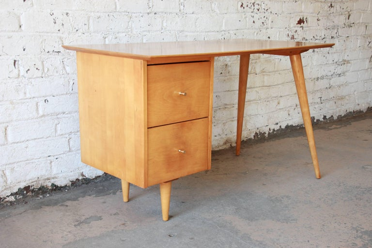 Paul McCobb Mid-Century Modern Planner Group Desk, 1950s In Good Condition For Sale In South Bend, IN