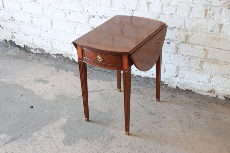 Baker Furniture Mahogany and Inlaid Satinwood Drop-Leaf Side Table In Good Condition For Sale In South Bend, IN