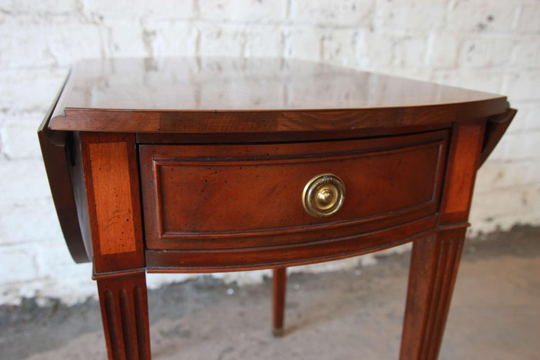 Baker Furniture Mahogany and Inlaid Satinwood Drop-Leaf Side Table For Sale 3
