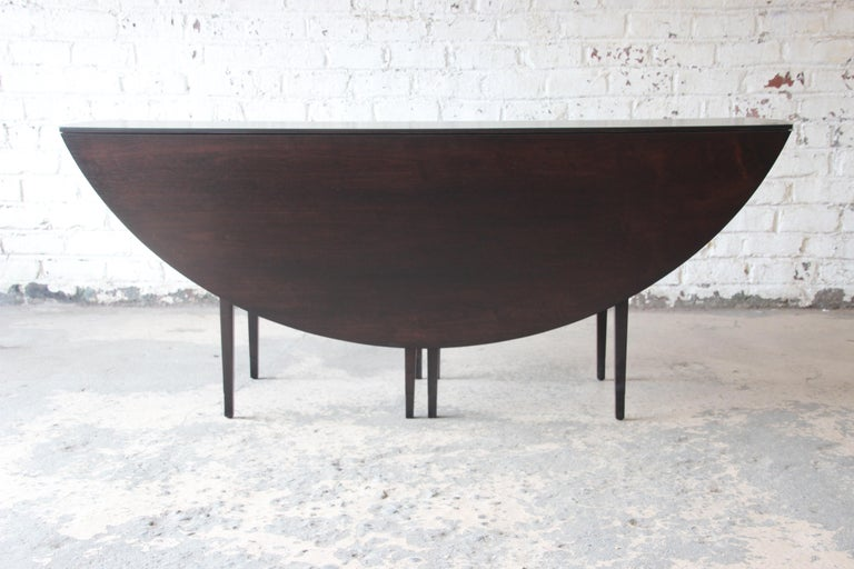 Edward Wormley for Dunbar Mid-Century Modern Walnut Oval Drop-Leaf Dining Table In Excellent Condition For Sale In South Bend, IN