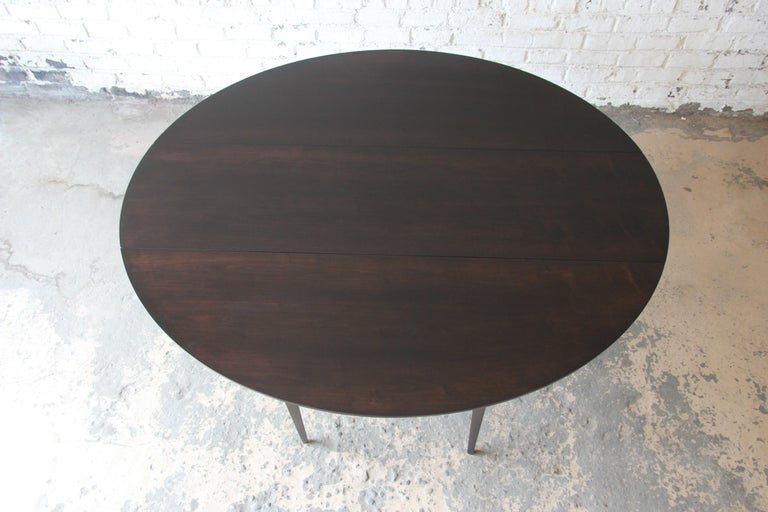 Edward Wormley for Dunbar Mid-Century Modern Walnut Oval Drop-Leaf Dining Table For Sale 2