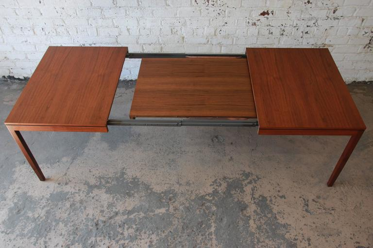 Florence Knoll for Knoll International Walnut Extension Dining Table, 1957 For Sale 1