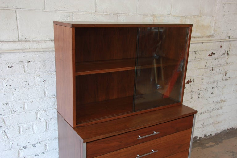 American Paul McCobb for Calvin Four-Drawer Chest of Drawers with Glass Front Hutch For Sale