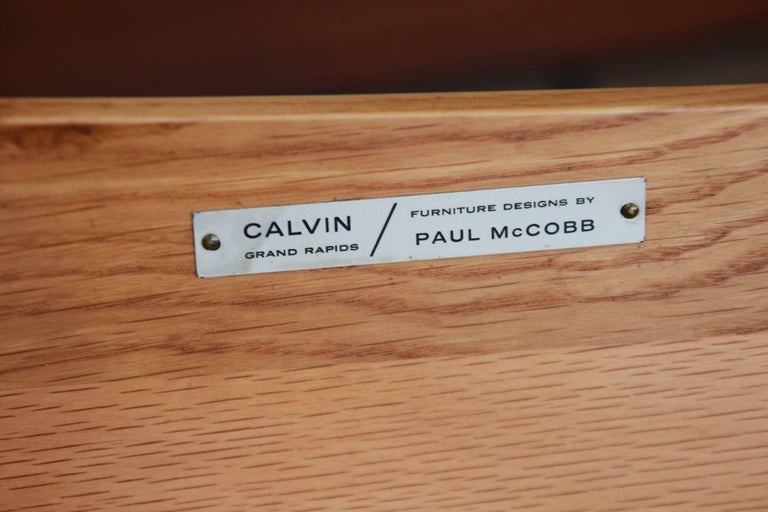 Paul McCobb for Calvin Four-Drawer Chest of Drawers with Glass Front Hutch 10