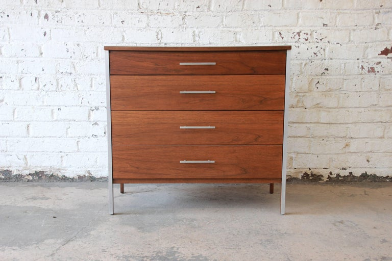 Paul McCobb for Calvin Four-Drawer Chest of Drawers with Glass Front Hutch For Sale 1