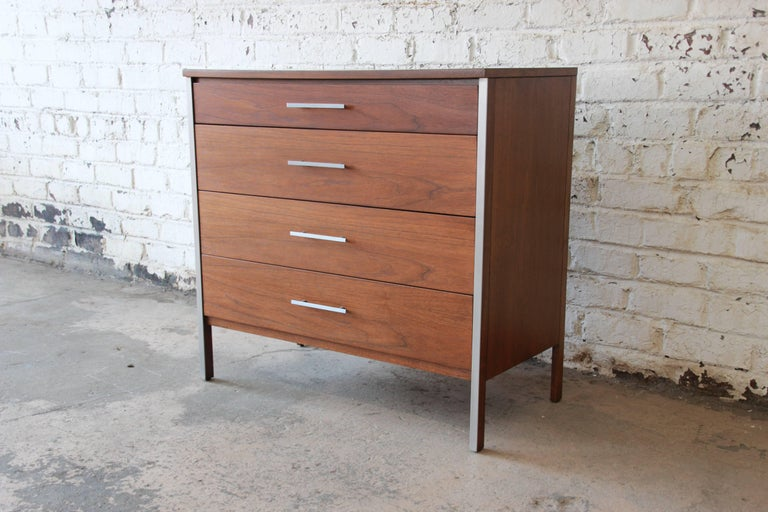 Paul McCobb for Calvin Four-Drawer Chest of Drawers with Glass Front Hutch For Sale 2