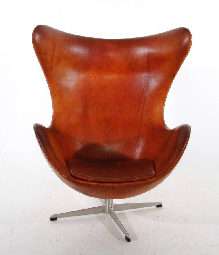 arne jacobsen egg chair by fritz hansen in denmark at 1stdibs. Black Bedroom Furniture Sets. Home Design Ideas