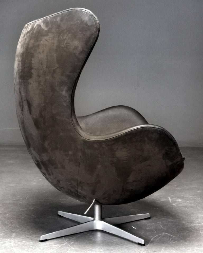 Scandinavian Modern Arne Jacobsen Egg Chair by Fritz Hansen in Denmark