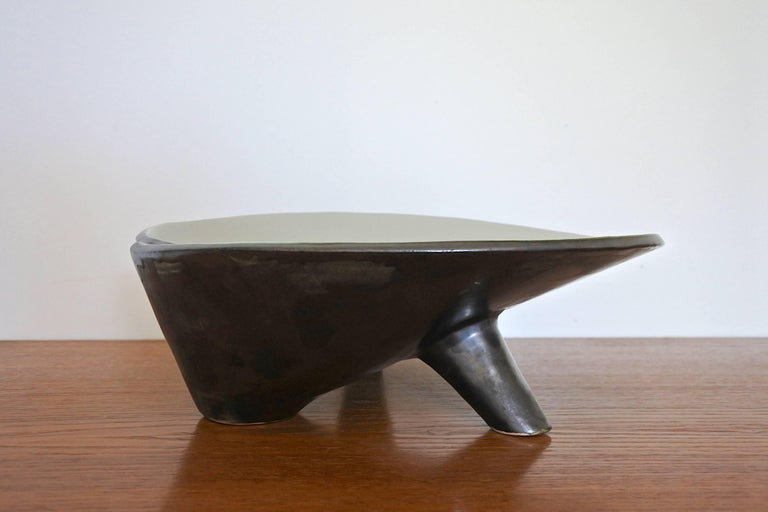Black and white enameled tripod ceramic dish. Made in France, circa 1950s. Reminiscent of Jacques Blin's creations. Mint condition.