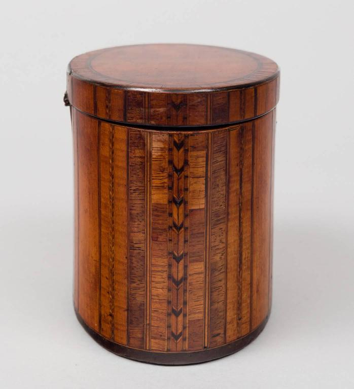 Fine Georgian Oval Inlaid Tea Caddy, circa 1800 In Excellent Condition For Sale In Sheffield, MA