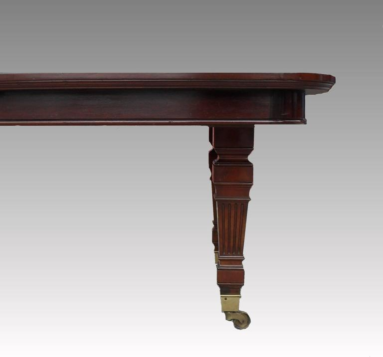Victorian Mahogany Extending Dining Table by Gillows In Excellent Condition For Sale In Macclesfield, GB