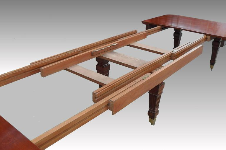 Victorian Mahogany Extending Dining Table by Gillows For Sale 1