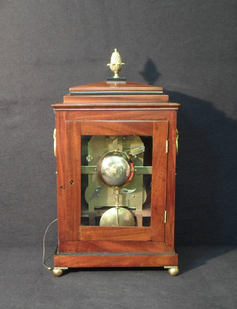 Georgian Mahogany Bracket Clock by Thwaites and Reed In Good Condition In Macclesfield, GB