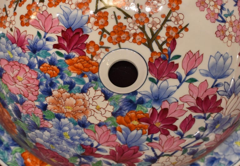 Japanese Hand-Painted Porcelain Washbasin by Contemporary Master Artist For Sale 2