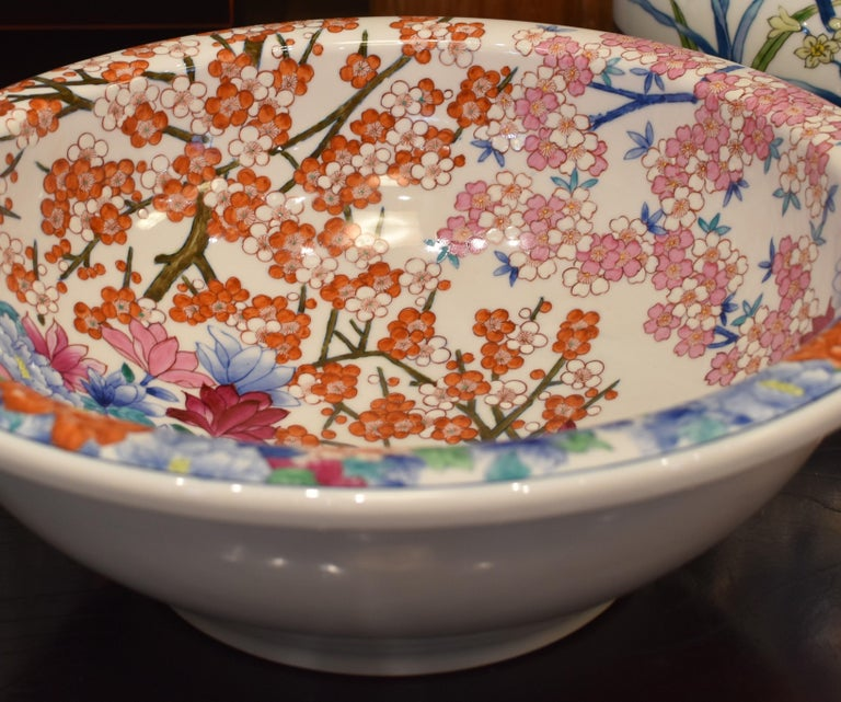 Japanese Hand-Painted Porcelain Washbasin by Contemporary Master Artist For Sale 7