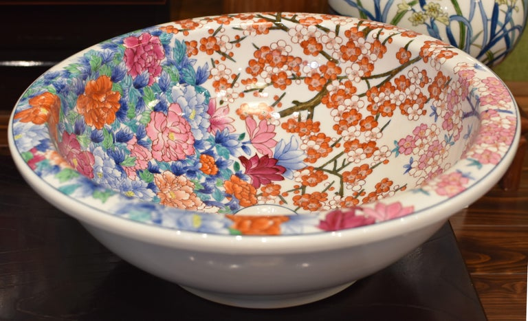 Japanese Hand-Painted Porcelain Washbasin by Contemporary Master Artist For Sale 6