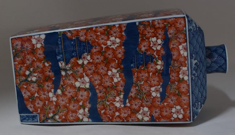 Contemporary Imari Red Blue Porcelain Decorative Vase by Master Artist In New Condition For Sale In Vancouver, CA