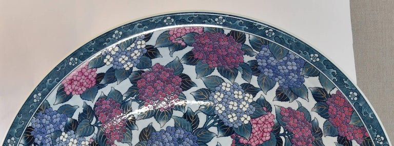 Very Large Japanese Imari Porcelain Centerpiece by Contemporary Master Artist In New Condition For Sale In Vancouver, CA