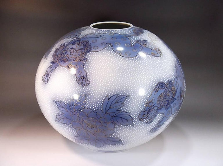 Japanese Large Gilded Blue White Porcelain Vase by Contemporary Master Artist In New Condition In Vancouver, CA
