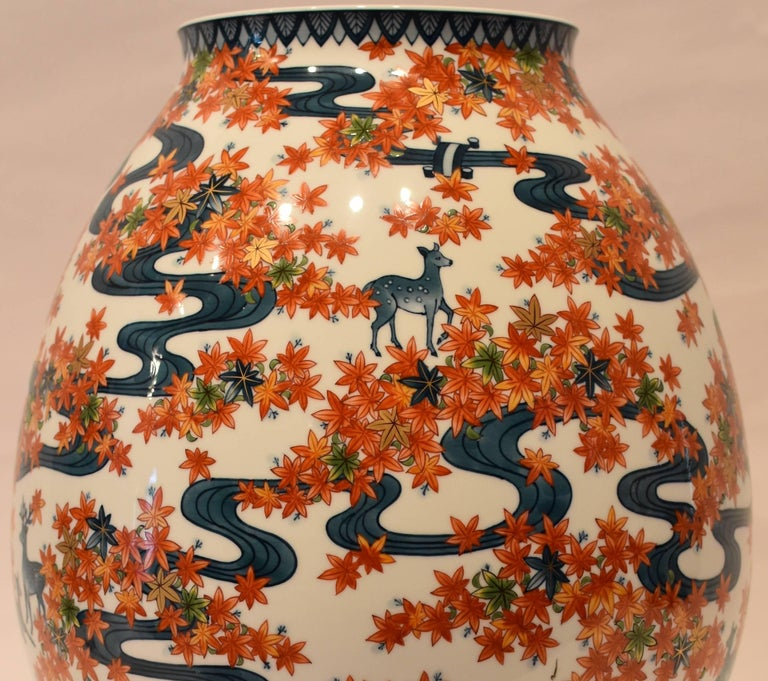 Large Japanese Imari Hand-Painted Decorative Porcelain Vase by Master Artist For Sale 2