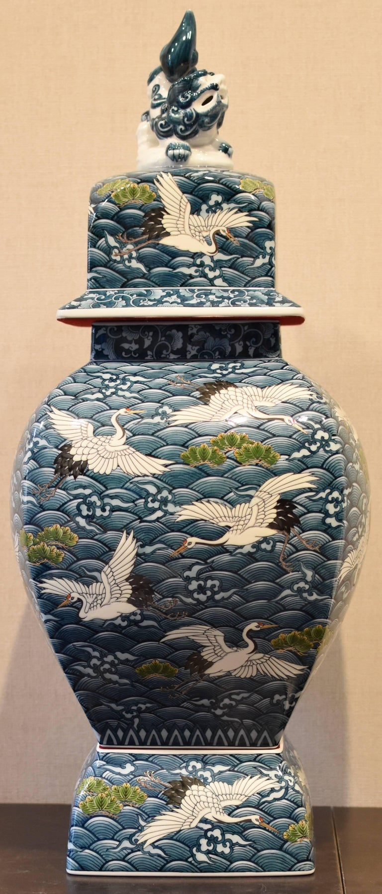 Large Japanese Imari Hand-Painted Decorative Porcelain Vase by Master Artist For Sale 5