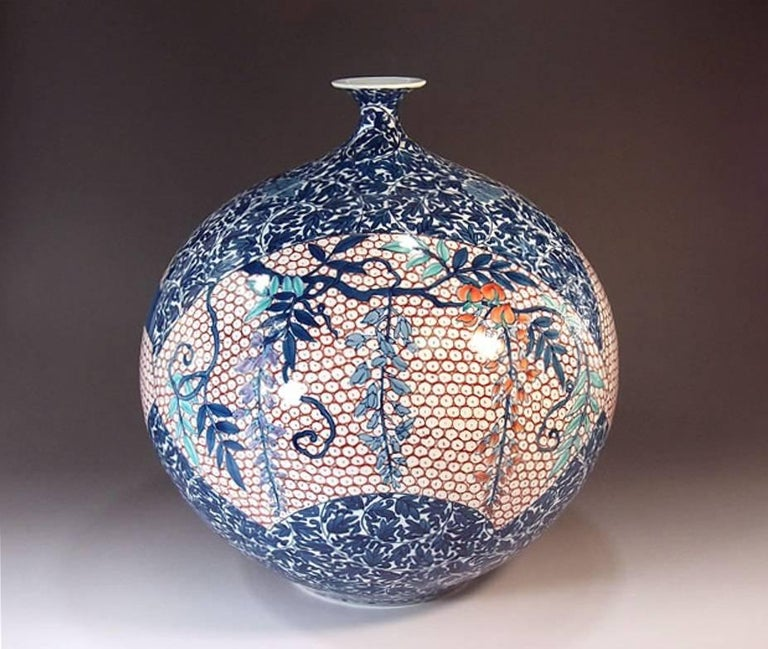Large Japanese Hand-Painted Imari Decorative Porcelain Vase by Master Artist In Excellent Condition For Sale In Vancouver, CA