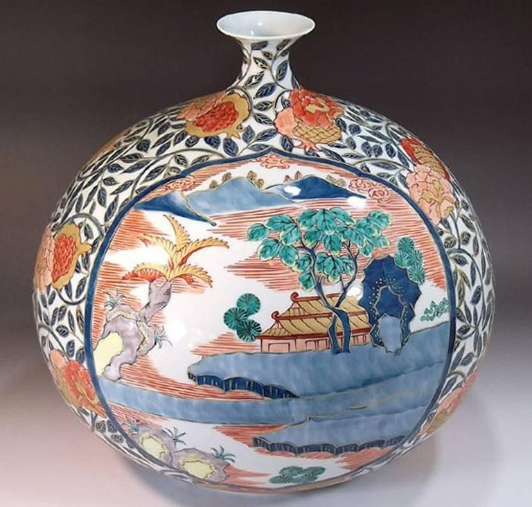 Large Japanese Hand-Painted Imari Decorative Porcelain Vase by Master Artist For Sale 2