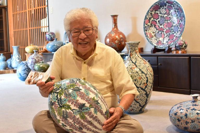 Japanese Hand-Painted Massive Imari Porcelain Vase by Master Artist For Sale 10