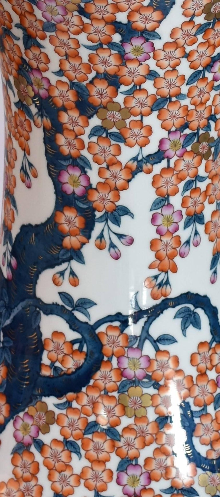 Japanese Hand-Painted Massive Imari Porcelain Vase by Master Artist In Excellent Condition For Sale In Vancouver, CA