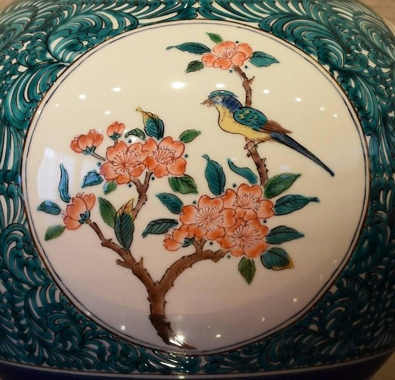 Japanese Kutani Hand-Painted Decorative Porcelain Vase by Master Artist For Sale 3