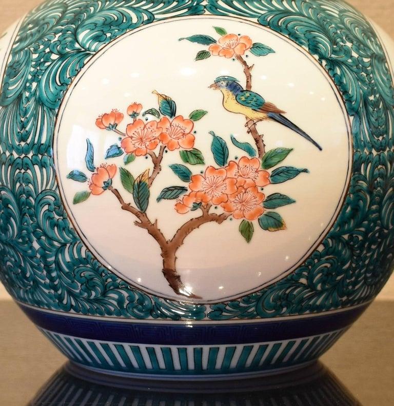 Japanese Kutani Hand-Painted Decorative Porcelain Vase by Master Artist For Sale 5