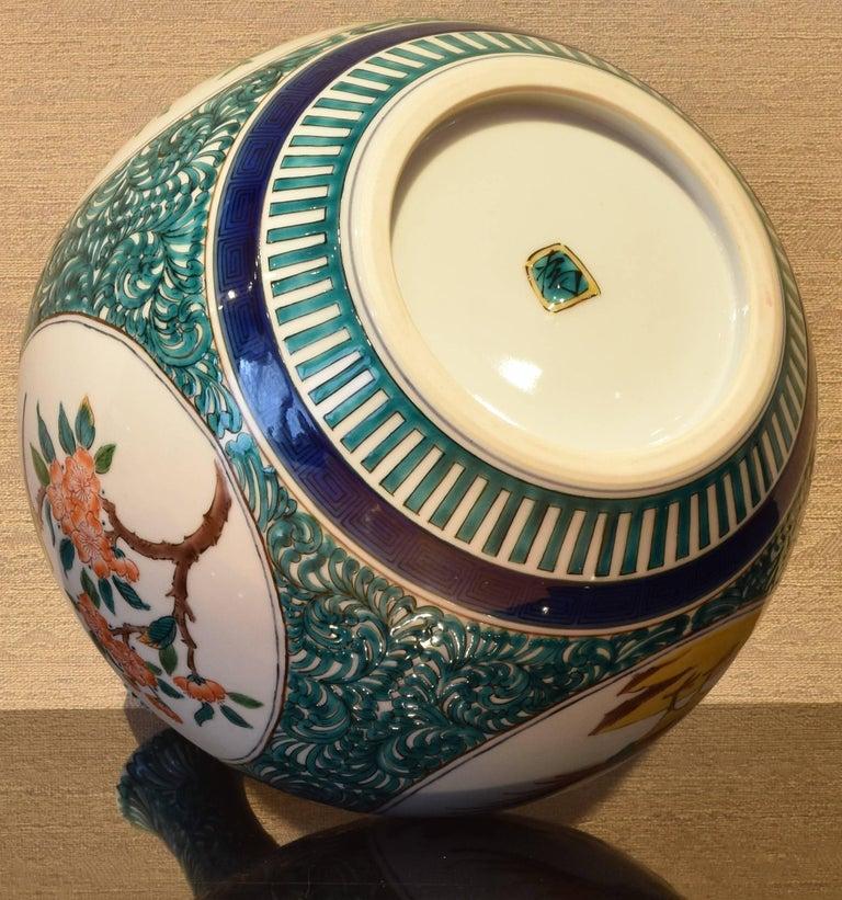 Japanese Kutani Hand-Painted Decorative Porcelain Vase by Master Artist For Sale 6
