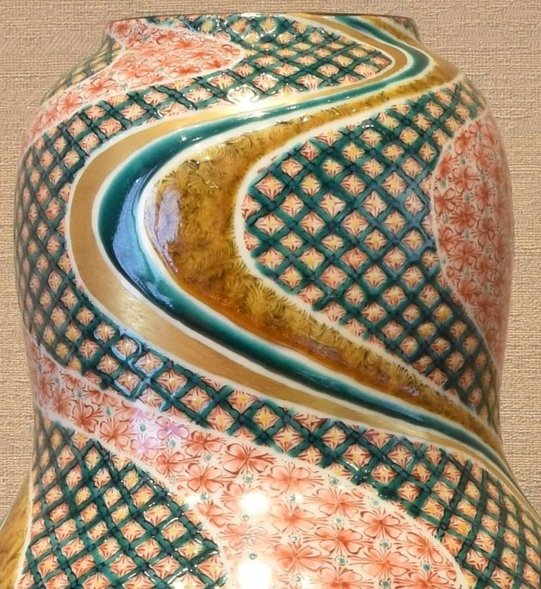 Kutani Contemporary Hand-Painted Large Porcelain Vase by Japanese Master Artist In New Condition For Sale In Vancouver, CA