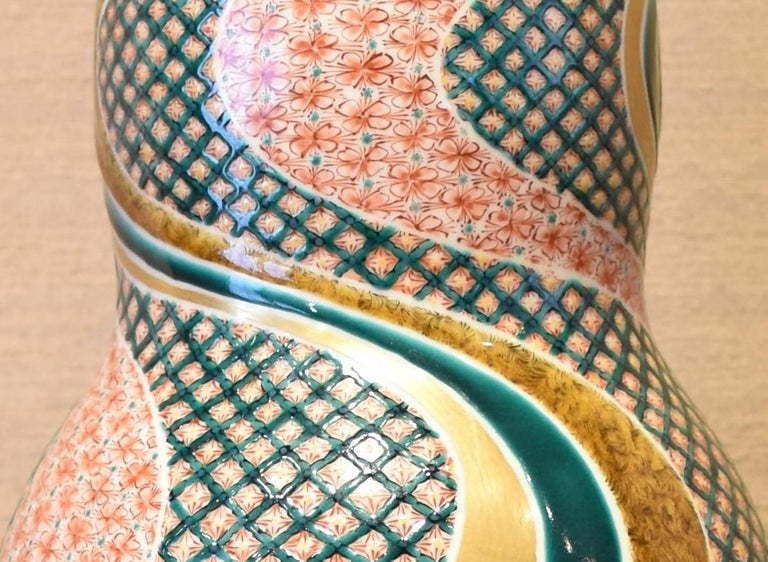 Unique Japanese contemporary large Kutani decorative porcelain vase, highly intricately gilded and hand-painted on a stunning double gourd body, a signed masterpiece by a third generation master of a Kutani kiln with a history of more than 140