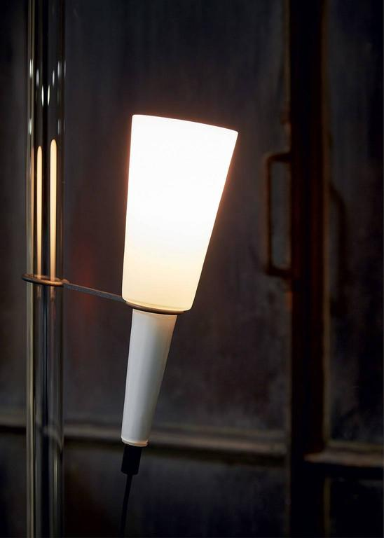 Floor lamp of clear mouth blown Murano glass illuminating body and rod, the illuminating body is adjustable in height, metal base in anthracite painted iron. The lamp was designed in 1984 by Carlo Moretti and Marco Zanuso Jr. 