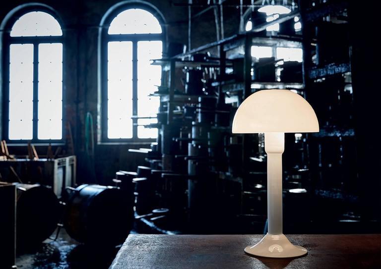 Modern Cupola Carlo Moretti Contemporary Mouth Blown Murano Milk Glass Table Lamp For Sale