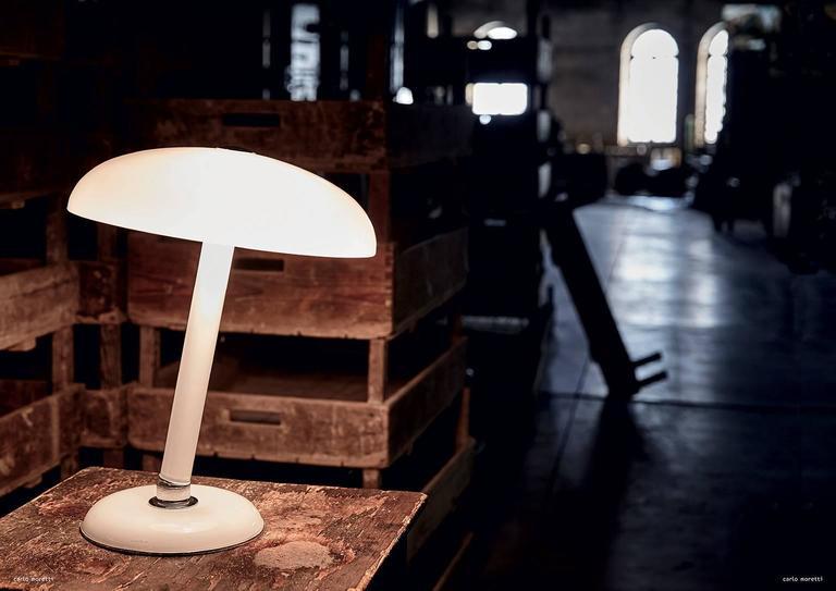 Modern Snodo Carlo Moretti Contemporary Milk White Murano Glass Table Lamp For Sale