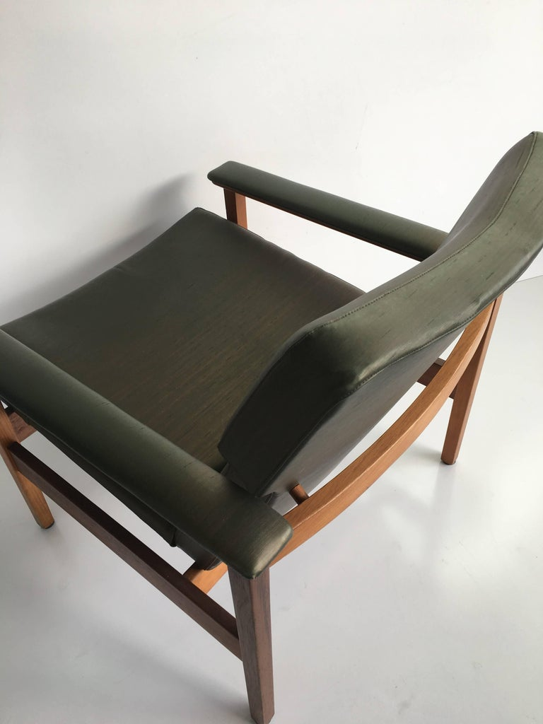 Th Brown 1960s Mid Century Three Piece Lounge Suite For