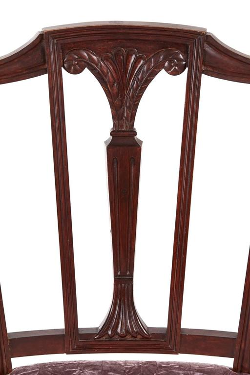 European Pair of Mahogany Hepplewhite Side Chairs For Sale